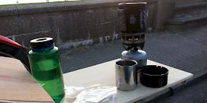Picture showing the set up Jetboil Zip next to a 1l Nalgene bottle on a wooden table at the back of the car.
